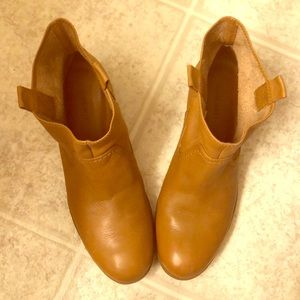 Nine West tan Leather boots  new condition